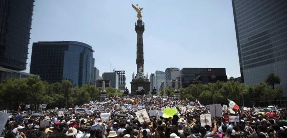 Manifestantes contra Peña Nieto este sábado en México DF.