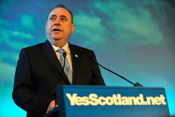 El primer ministro de Escocia, Alex Salmond, lanza la campaña del 'Sí' para la independencia escocesa hoy en Edimburgo.rn