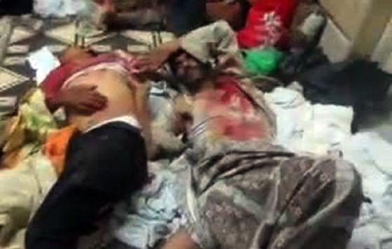 Dos hombres yacen muertos en Hama, en un vídeo colgado en You Tube.