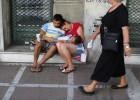 Los griegos acumulan dinero y alimentos en plena deriva política