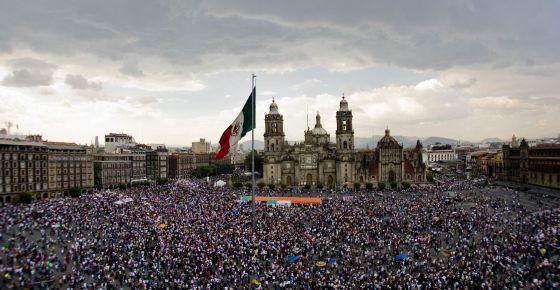 La plaza del Zócalo, repleta de manifestantes.