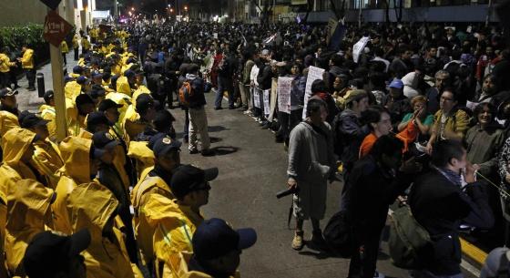 Protesta de Yo Soy 132 frente a Televisa.