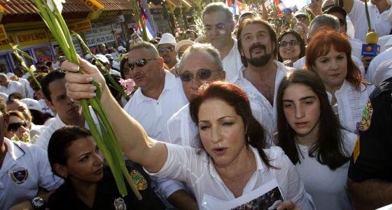 Gloria Estefan en una protesta del exilio cubano en Miami.