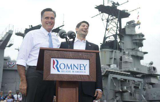 Romney y Ryan, al anunciar la elección de este último a la vicepresidencia, en Norfolk.
