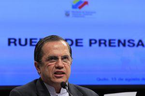 El ministro Patiño, en la rueda de prensa.