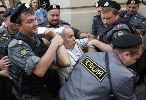 La policía rusa detiene al excampeón del mundo de ajedrez y opositor Garry Kasparov