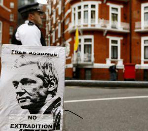 Entrada de la Embajada de Ecuador en Londres.