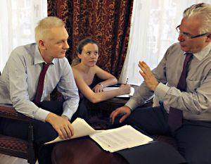 Garzón pide garantías a Suecia y anuncia acciones para defender a Assange