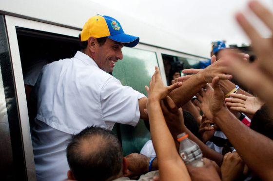 El candidato opositor Henrique Capriles en acto de campaña en Santa Lucía, en el Estado Miranda (Venezuela).