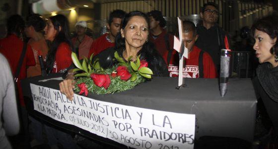 Protesta frente a la sede del Tribunal Electoral del Poder Judicial de la Federación.