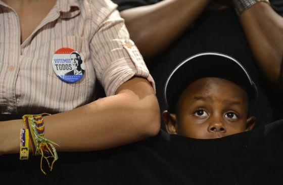 Un niño escucha a Barack Obama el domingo pasado, durante un evento de campaña en Florida.