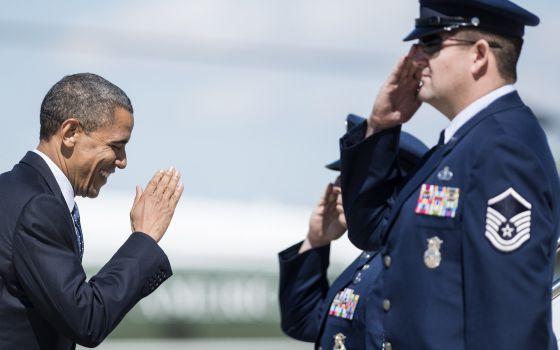 El presidente Obama sube abordo del Air Force One camino de Nueva York.