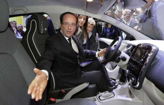 Hollande durante su visita al Salón de Paris.