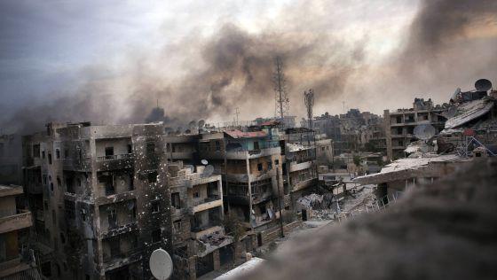 Varios edificios destruidos ayer en el distrito de Saif al Dawle en Alepo.
