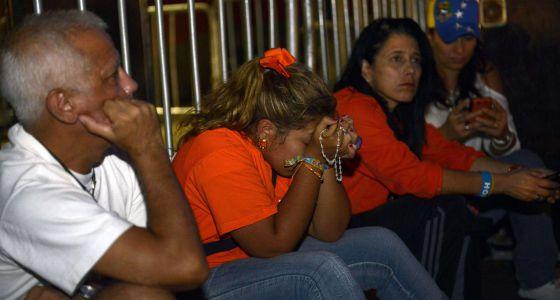 Seguidores de Capriles lamentan la derrota.