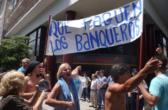 Manifestación en Rosario (Argentina), durante la crisis del 'corralito' financiero.