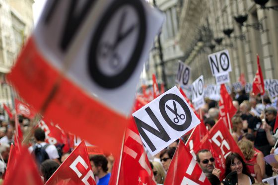 Concentración contra los recortes en el Ministerio de Hacienda, en Madrid.