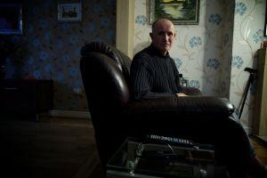 Stuart Noden en su casa de Clifton, Salford.