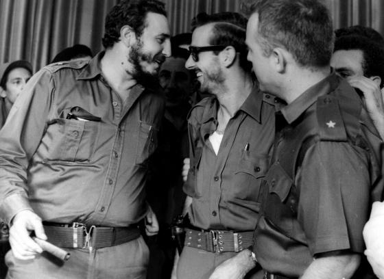 Fidel Castro con Gutiérrez Menoyo (en el centro), en 1959.