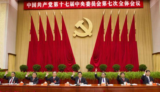 Miembros de la cúpula del Partido Comunista Chino, en una reunión celebrada hoy en Pekín. A la derecha, Xi Jinping, el próximo presidente.