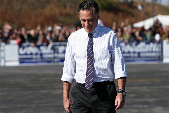 Mitt Romney tras un acto electoral en Virginia.
