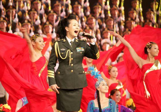 La cantante Peng Liyuan, esposa de Xi Jinping en Pekín.
