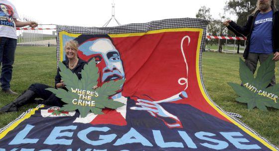 Activistas a favor de la legalización de la marihuana en Canberra, Australia.