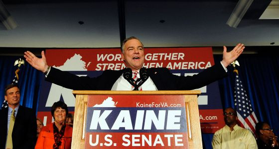 El senador demócrata Tim Kaine, tras ser elegido.