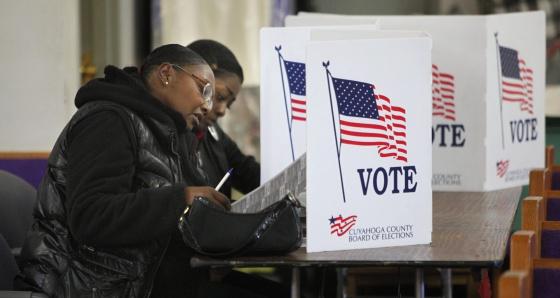 Un puesto de votación de un colegio de Cleveland (Ohio).
