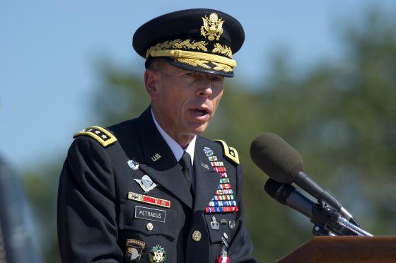 El general Petraeus en la ceremonia de su jubilación del Ejército de 2011.