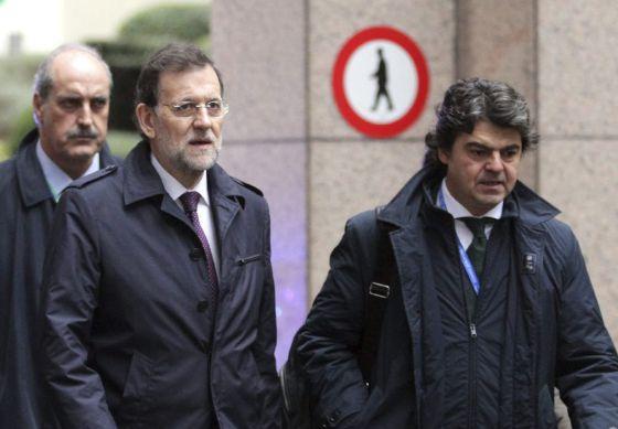 Mariano Rajoy y  el director del Gabinete de Presidencia del Gobierno, Jorge Moragas, a su llegada al Consejo Europeo.