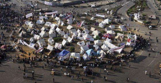 Manifestantes egipcios acampan en la plaza Tahrir de El Cairo