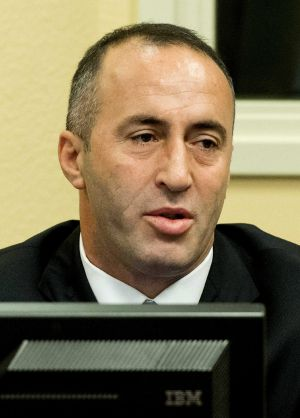 El ex primer ministro kosovar, Ramush Haradinaj, asiste a la sesión de su juicio en La Haya.