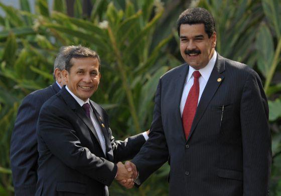 El presidente de Perú, Ollanta Humala, recibe a Nicolás Maduro en Lima el pasado 30 de noviembre.