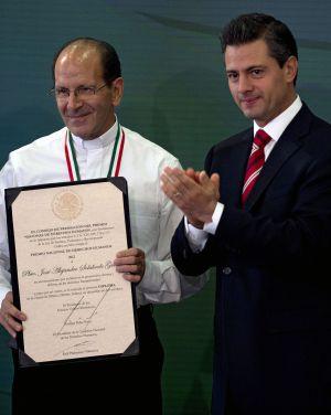 Peña Nieto y Solalinde.