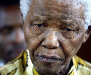 Foto del premio Nobel sudafricano tomada el 7 de diciembre de 2005, durante una conferencia en Johanesburgo.