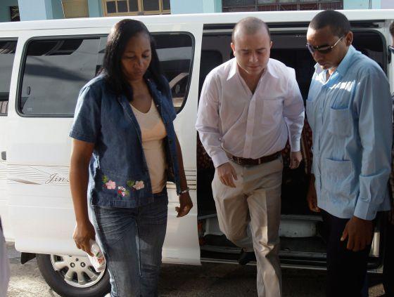 El dirigente de NN GG del PP, Ángel Carromero, llega a un Tribunal en La Habana.
