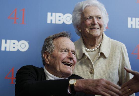 George H.W. Bush con su esposa, Barbara Bush el pasado junio.