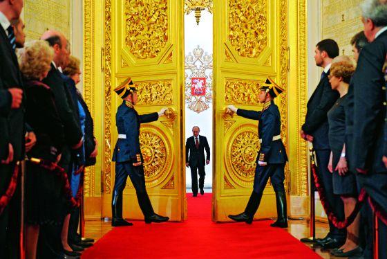 Antes y después de las elecciones presidenciales de marzo, la sociedad civil rusa mostró su hartazgo hacia un poder cada vez más autoritario y ante el perverso juego de intercambio Putin-Medvédev.