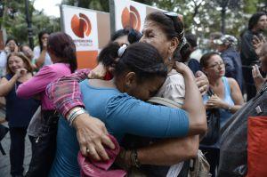 Miles de venezolanos han salido a la calle a llorar la muerte de Hugo Chávez