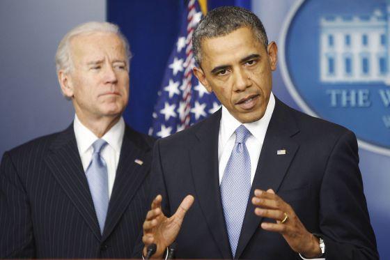 El vicepresidente, Joseph R. Biden, junto al presidente de Estados Unidos, Barack Obama, durante la rueda de prensa tras evitar el abismo fiscal.