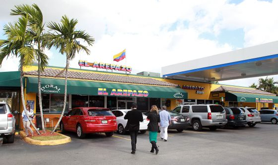 Fachada del restaurante El Arepazo, uno de los más famosos de Doral y donde se reúne la comunidad venezolana.