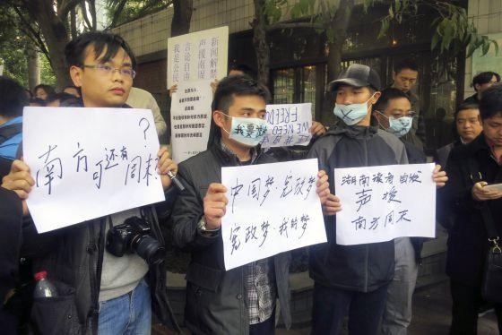 Manifestantes piden libertad de expresión en Cantón, el 8 de enero.