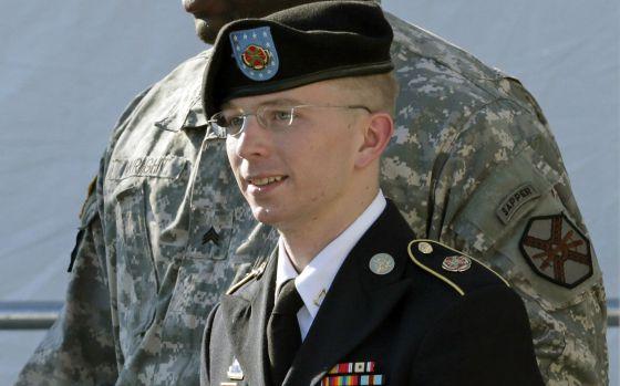 El soldado Bradley Manning antes de comparecer en la audiencia celebrada el pasado verano.