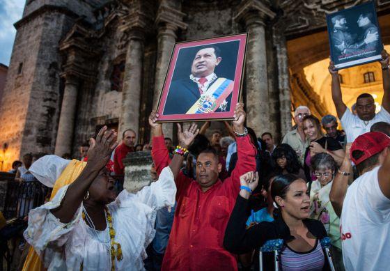 Asistentes a una misa por la salud de Chávez el sábado en La Habana.