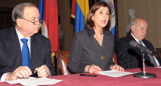 Cochez, a la izquierda, en un acto de la OEA.