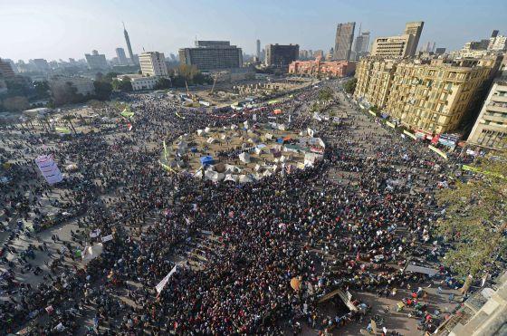 Concentración en la plaza de Tahrir, en El Cairo, durante el segundo aniversario de las revueltas