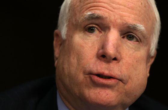 El senador republicano, John McCain, representa al Estado de Arizona, uno de los más afectados por la inmigración ilegal.
