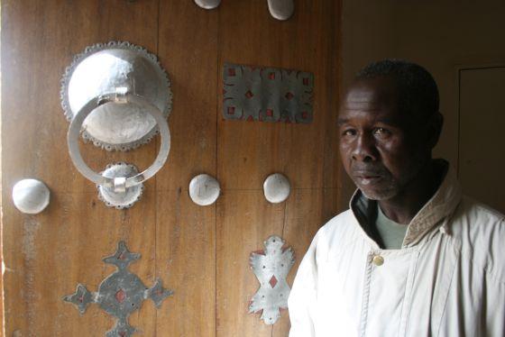 Baba Pascal Camara, el empleado que guardó durante diez meses la biblioteca de Tombuctú