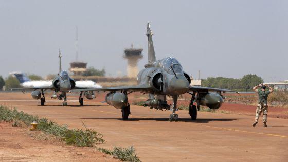 Dos cazas Mirage franceses, en el aeropuerto de Bamako.